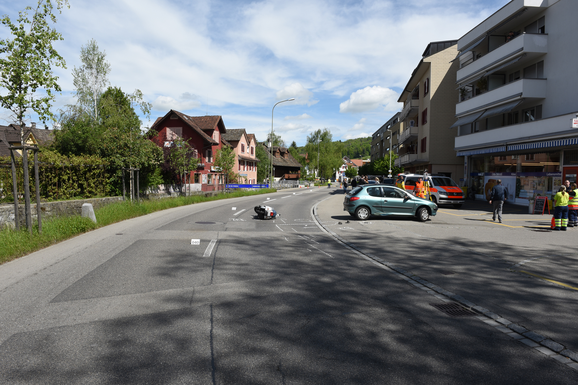 Affoltern am albis zh motorradfahrer schwer verletzt for Innendekoration affoltern am albis