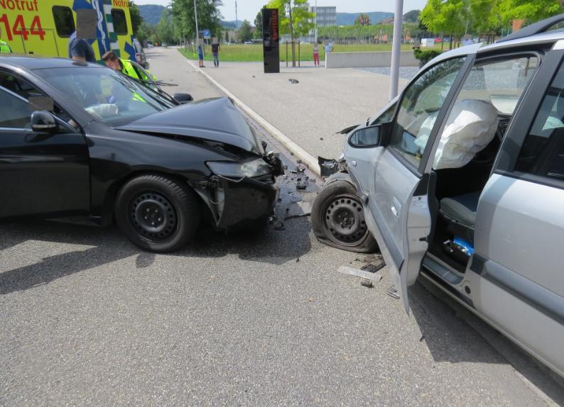 Untersiggenthal AG – Autolenker crasht mit gleich zwei Fahrzeugen