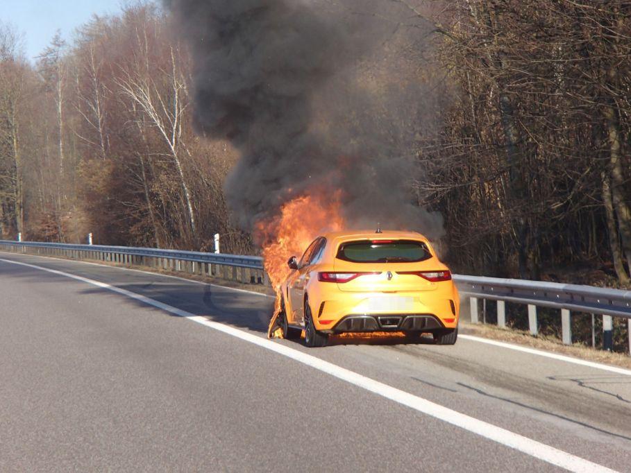 Oberentfelden AG - Auto auf der A1 in Brand geraten | Polizei-Schweiz.ch