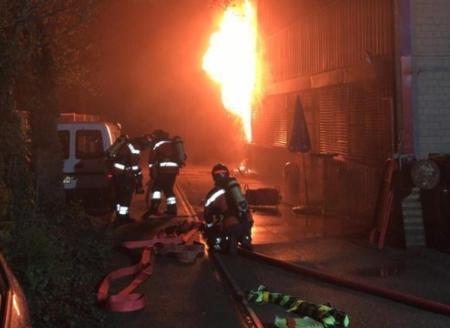 Birsfelden BL – Lagerhalle in Brand geraten