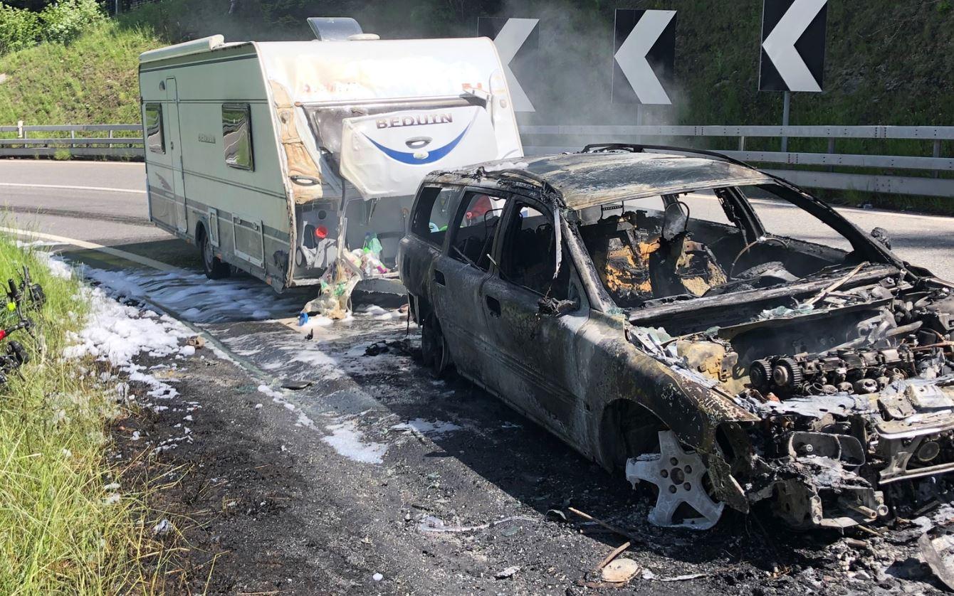Pian San Giacomo GR – Auto mit Wohnwagen auf der A13 in Brand geraten