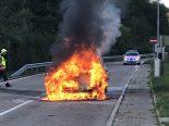 A2, Tenniken BL - Auto bei Brand komplett zerstört
