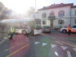 Unfall Aarau AG - Linienbus prallt gegen Auto