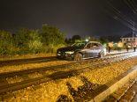 Basel BS - Betrunkener Autofahrer rumpelt über Tramtrassee