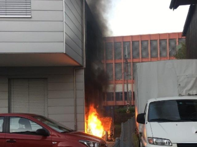 Lenzburg AG – Brand einer Kiste griff auf Fassade über