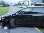 Näfels GL - Verkehrsunfall zwischen drei Autos