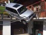 Unfall Bauen UR - Führerloses Auto rollt auf Garagenterasse