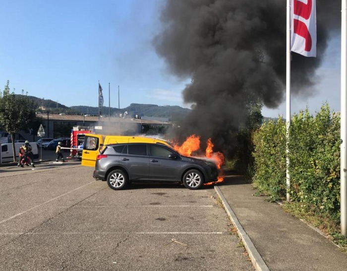 Pratteln BL – Fahrzeuge bei Brand komplett zerstört