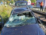 Unfall Rheinsulz AG - Auto landet auf SBB-Geleise