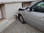Herisau AR - Auto prallt gegen Hauswand