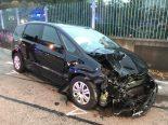Muttenz BL - Autos nach Unfall massiv beschädigt