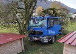 LKW-Unfall Matzendorf - Auf Gegenfahrbahn geraten und in Baum gekracht