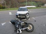 Glarus GL - Verkehrsunfall zwischen Motorrad und Auto