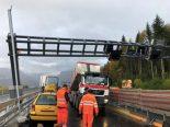 Horw LU - Lastwagen prallt auf A2 in Signalisationsportal