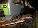 Escholzmatt-Marbach LU - Bahnunfall: Zug kracht in Carport