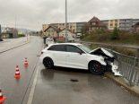Unfall Oftringen AG - Neulenker kracht mit Audi RS3 gegen Geländer