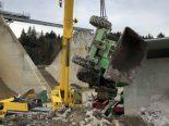 Lütisburg Station SG - Mann gerät unter Dumper und stirbt