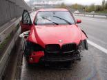 Unfall A1, Rothrist AG - Autofahrer in Rand- und Mittelleitplanke geprallt