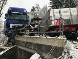 Herdern TG - Heftiger Unfall zwischen Sattelschlepper und Traktor