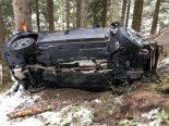 Heftiger Unfall Safien Platz GR - Lenker (19) und zwei Mitfahrerinnen verletzt