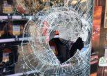 Glarus GL - Warenautomat mit Stein aufgebrochen