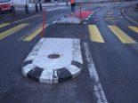Altdorf UR - Verkehrsinsel und -tafel beschädigt - Unfallverursacher ermittelt