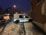 Unfall Mitlödi GL - Lieferwagen prallt in Lieferwagen