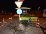 Balsthal SO - Autolenkerin kracht in Betonsockel