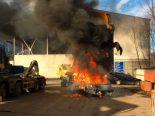Glarus GL - Abbruchfahrzeuge in Brand geraten