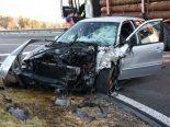 Eschenbach SG - 19-jähriger Autofahrer kracht in Lastwagen