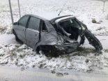 Gumefens FR - 26-jährige Autofahrerin prallt in Lastwagen