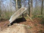 Berikon AG - Waldhütte mutwillig mit einer Axt beschädigt