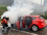 A2, Tenniken BL - PW bei Brand auf Autobahn-Rastplatz komplett zerstört