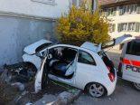 Schübelbach SZ - Autofahrer stirbt noch auf Unfallstelle