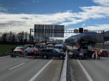 Unfall A1 Härkingen SO - Boot blockiert alle drei Fahrspuren