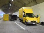 Unfall A3, Unterterzen SG - Anhänger überschlägt sich im Frattentunnel