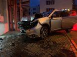 Schaffhausen - Alkoholisierte Autofahrerin prallt betrunken Hausfassade