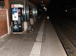 Rheinfelden AG – Drei junge Männer schlagen auf einen Mann ein