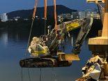 Muttenz BL - 28.5 Tonnen schwerer Bagger stürzt in Rhein