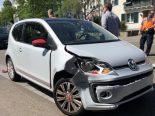 Unfall Reinach BL - Tram crasht ausscherendes Auto
