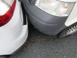 Näfels GL - Verkehrsunfall zwischen Lieferwagen und Auto