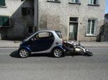 Netstal GL - Motorrad bei Verkehrsunfall überschlagen