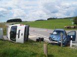 Steinhausen ZG - Unfall zwischen Lieferwagen und Auto