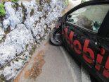 Verkehrsunfall in Linthal GL - Auto prallt heftig gegen Mauer