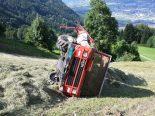 Attinghausen UR - Ladewagen überschlägt sich