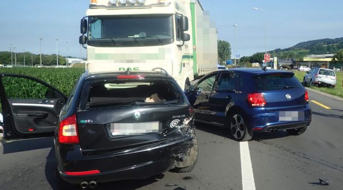 Bürglen TG - Drei Verletzte bei schwerem Unfall mit vier Fahrzeugen
