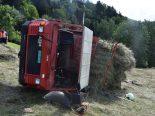 Castrisch GR - Landwirt gerät unter kippenden Heuladewagen