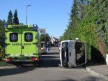 Lieferwagen überschlägt sich bei Unfall