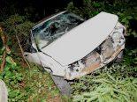 Wolfhalden AR - Bei Autounfall im Bachbett gelandet