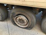 Basel - Lastwagen mit kaputtem Pneu entdeckt